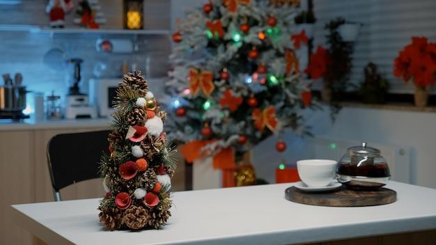 Никто в рождественской кухне дома не украшает