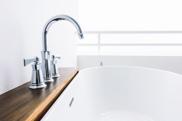 Nessuno vasca da bagno interno nuovo contemporaneo