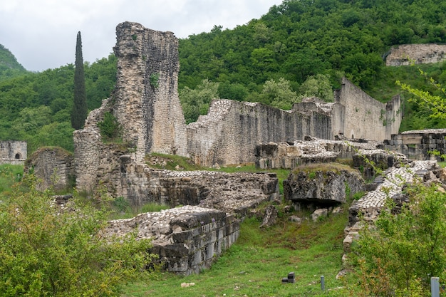 Nokalakevi-伝説的な都市アイアの場所であるジョージア西部の要塞
