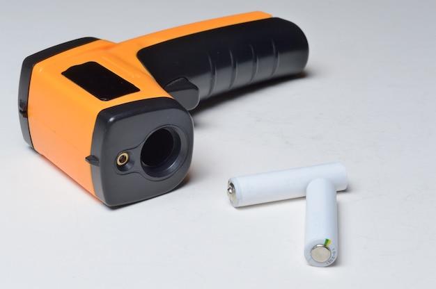Бесконтактный портативный пирометр-термометр