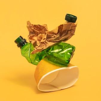 Disposizione degli elementi in plastica non ecologica