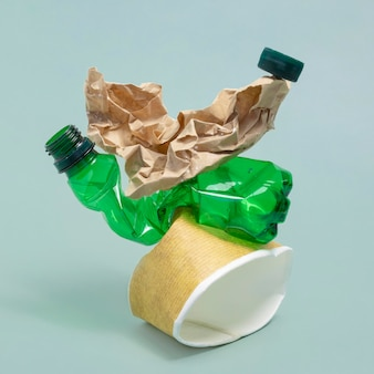 Неэкологичные пластиковые элементы