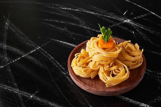 Pasta di pasta con gerbs e verdure