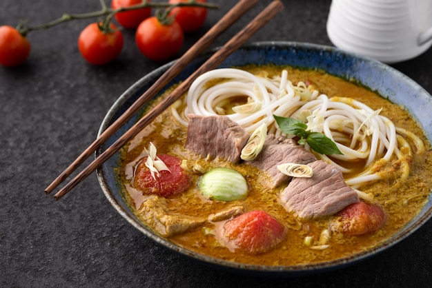 Noodle with green curry