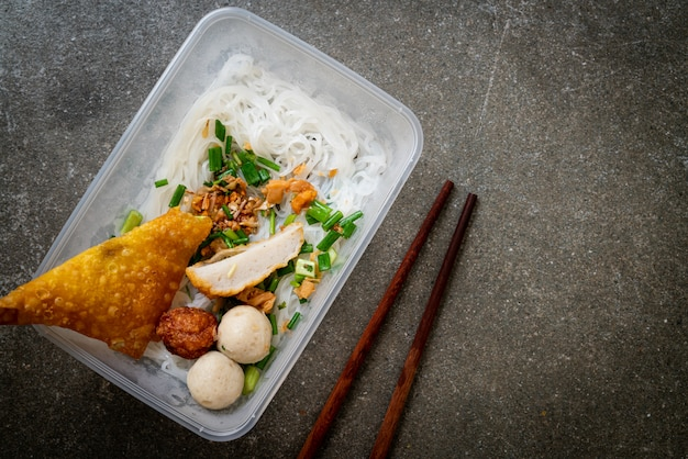 Noodles with fish ball and minced pork