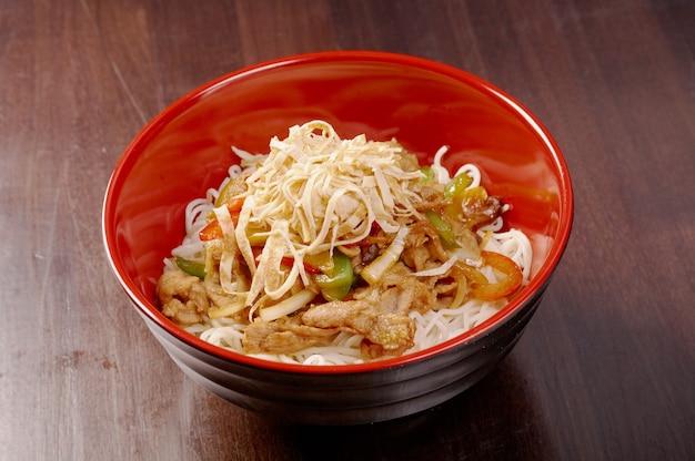 豚肉と野菜の麺