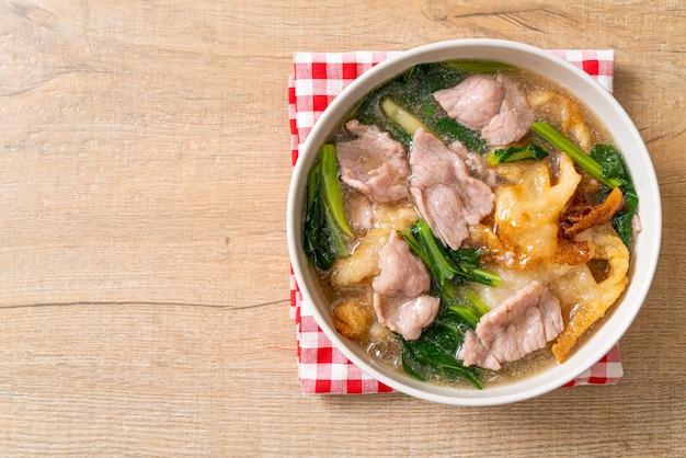 Лапша со свининой в соусе из подливки