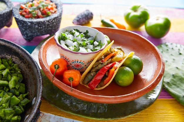 Nopalタコスメキシコ料理、チリペッパー