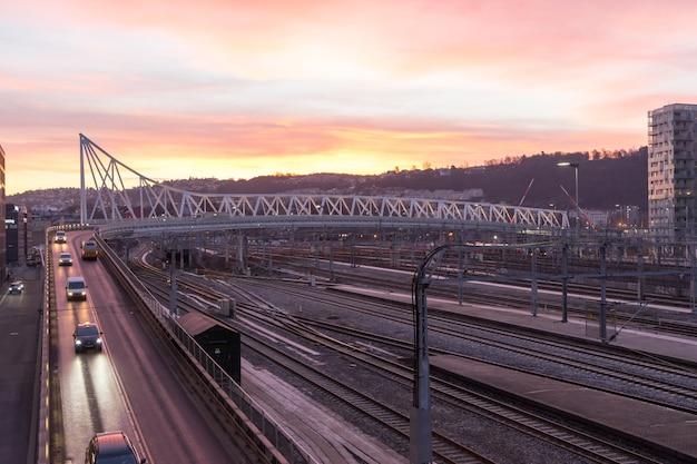 Мост норденга в осло. мост длиной 306 метров соединяет бьервику и центральную часть осло.