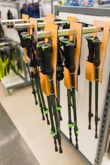 Палки для скандинавской ходьбы в магазине спорттоваров