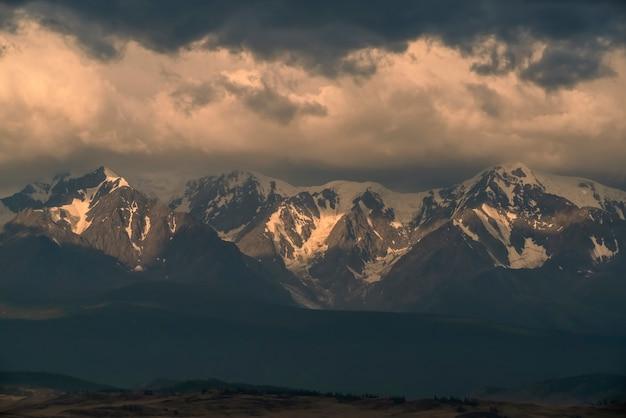 Северо-чуйский хребет вниз курайские степи горный алтай россия