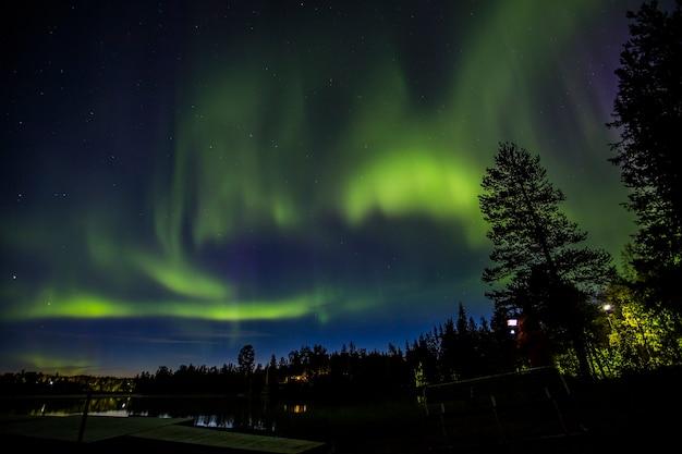 スウェーデン北部、ラップランド、キルナのオーロラ。