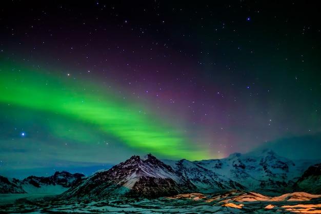 アイスランド南部のオーロラ