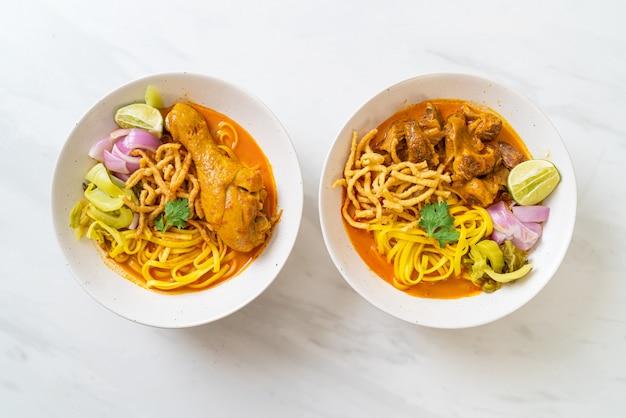 タイ北部のヌードルカレースープ、チキンと豚肉の煮込み、タイ料理スタイル