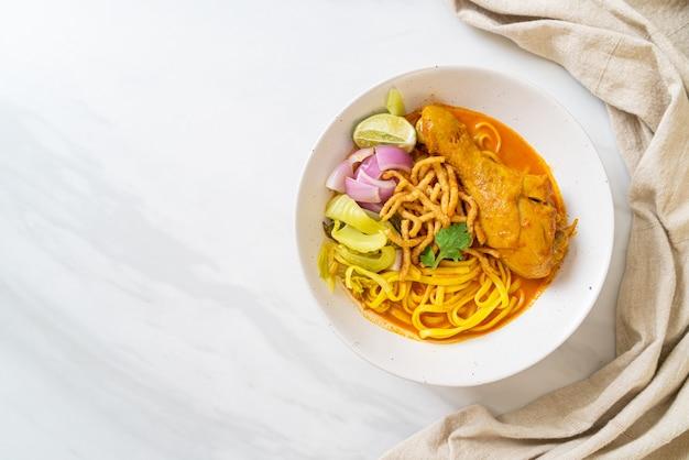 タイ北部のタイ風ヌードルカレースープ(カオソイカイ)、タイ料理スタイル