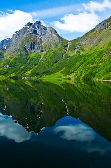 ノルウェー、スカンジナビア、ヨーロッパ。美しいフィヨルドと海岸。