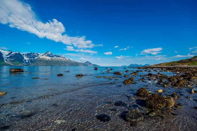 Норвегия камни на побережье норвежского моря