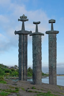 Норвегия, мечи в скале