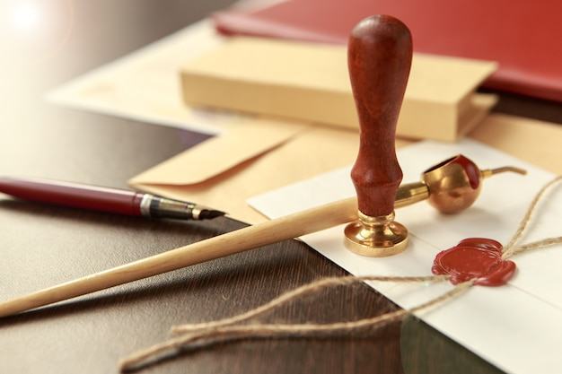 公証役場での公証人押印文書