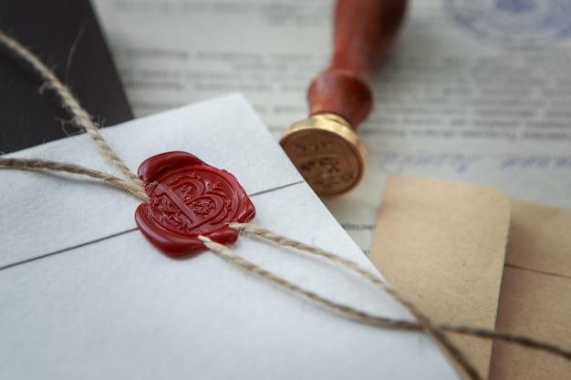 公証人の公的なペンと遺言と遺言の印鑑。公証人公開ツール