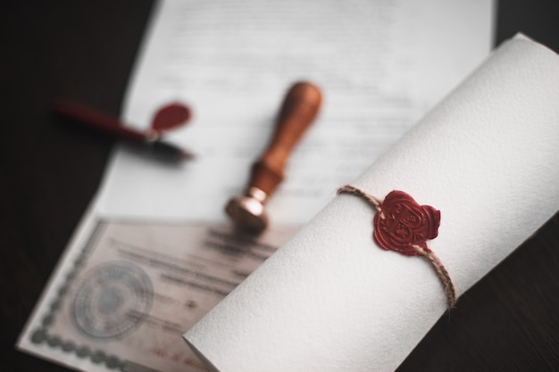Нотариальное перо и печать на завещании и завещании. государственные нотариальные инструменты