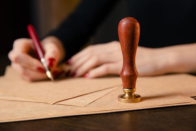 公証人の公証人の遺言と遺言のスタンプ。公証人