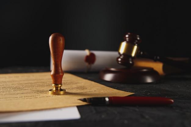 公証人の公証人の遺言と遺言のスタンプ。