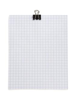 白い背景で隔離のチェック紙とクリップに注意してください