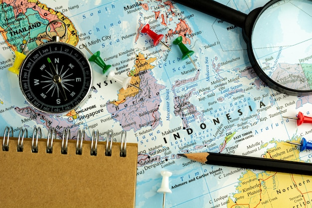 インドネシアの地図上のデバイスに注意してください。