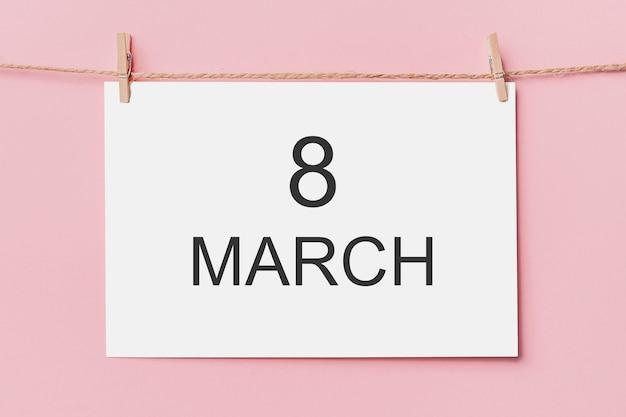 분홍색 배경, 사랑과 발렌타인 개념에 밧줄에 참고 편지 핀 3 월 8 일