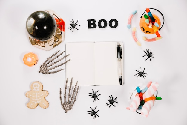 Notebook e decorazioni di halloween