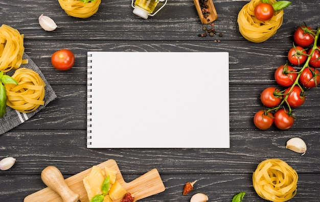Ingredienti per notebook per il cibo italiano