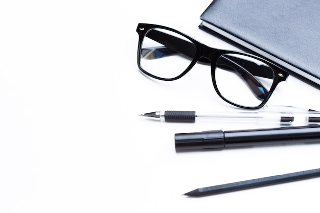 ノート、鉛筆、眼鏡