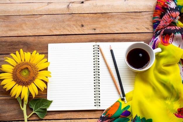 Блокнот-ежедневник, горячий кофе, подсолнух, шарф