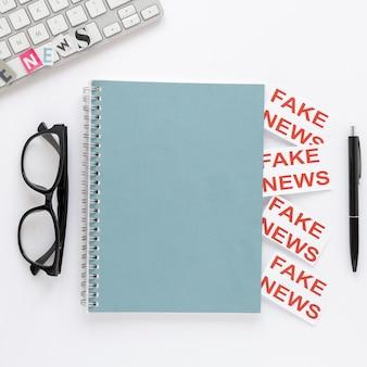 가짜 뉴스가있는 노트북
