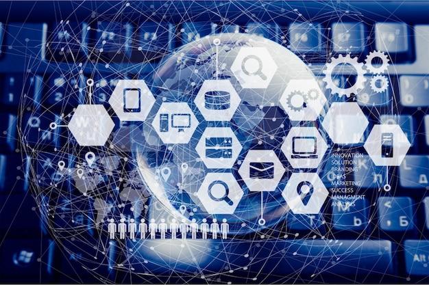 Ноутбук с глобусом на фоне, интернет-концепция
