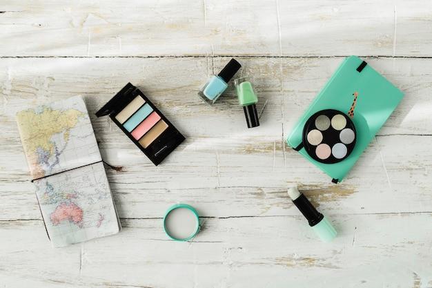 ノートブックと化粧品