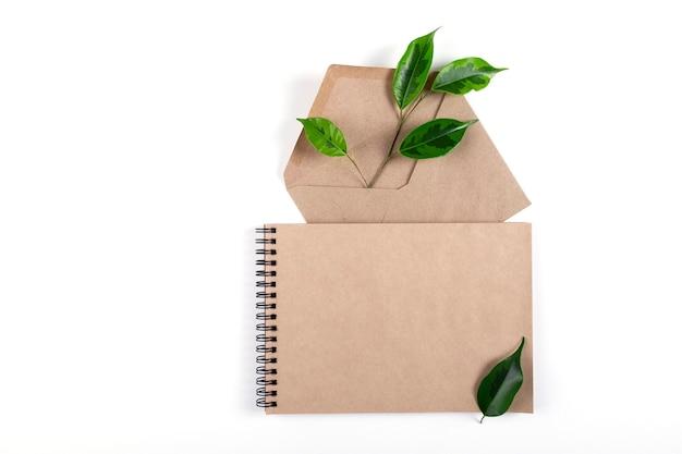 Блокнот и конверт из переработанной бумаги