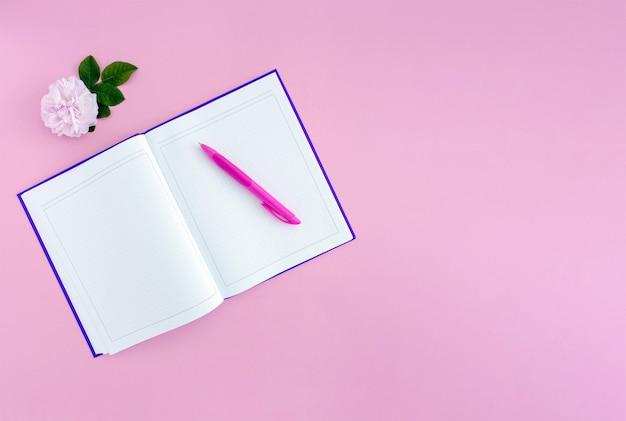 Ручка для блокнота и бутон розы