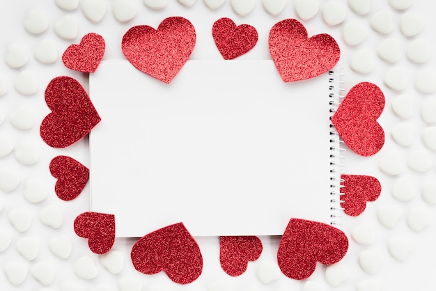 Notepadbetween sets of ornament hearts