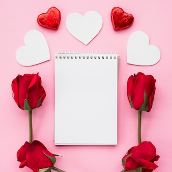 Notepad with set of ornament hearts and flowers