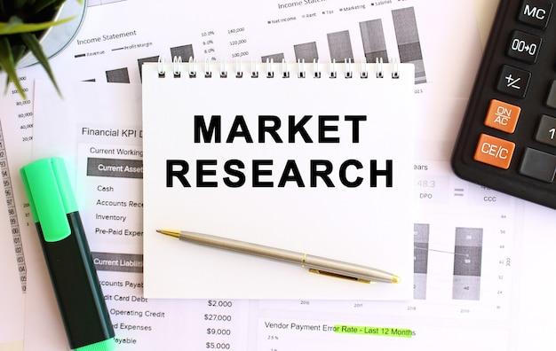Блокнот с текстом исследования рынка на белом фоне. бизнес-концепция.
