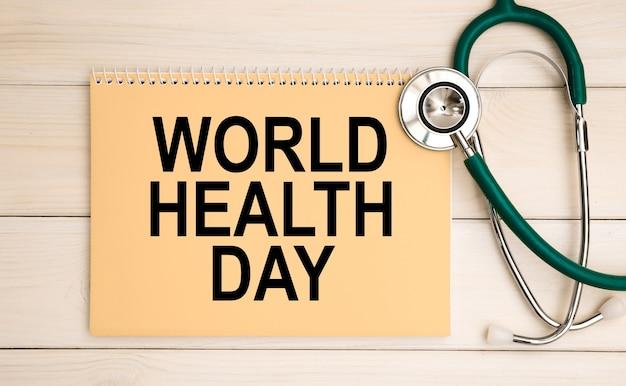 텍스트 세계 보건의 날 및 청진 메모장. 의료 개념.
