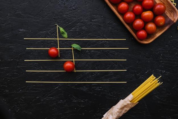 Note di pasta e pomodori