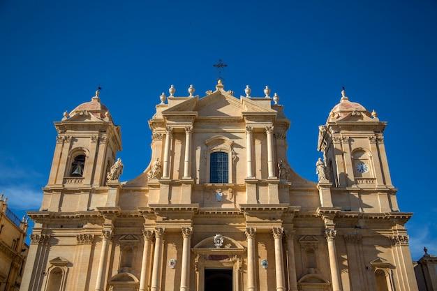 シチリア島のノート大聖堂 Premium写真