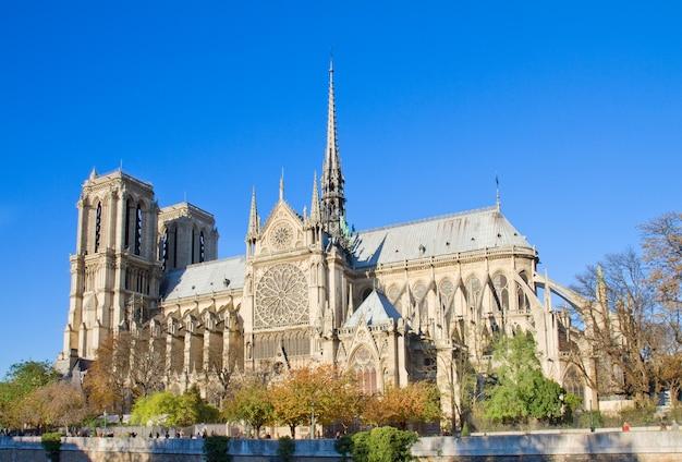 ノートルダム大聖堂教会、側面図、パリ、フランス