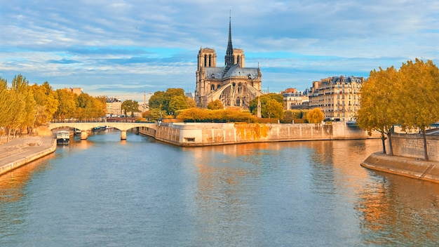 Собор нотр-дам в париже, панорамное изображение