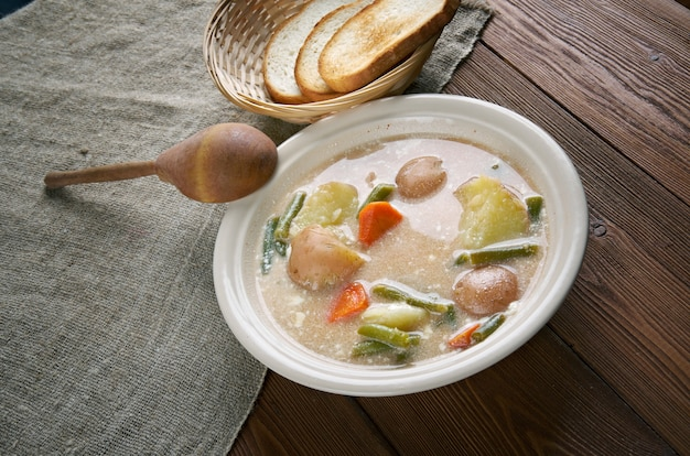 Nova scotia hodgepodge-さまざまな材料の混合物で作られたスープ。