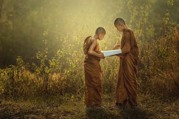 Novice reading to study the dharma