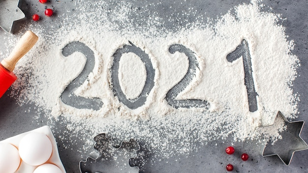 The number 2021 is drawn on flour